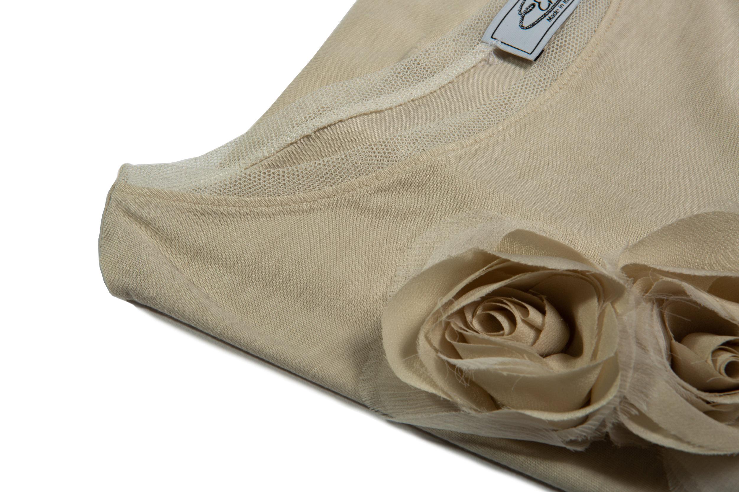 Dettaglio applicazione rosa maglia in viscosa/seta