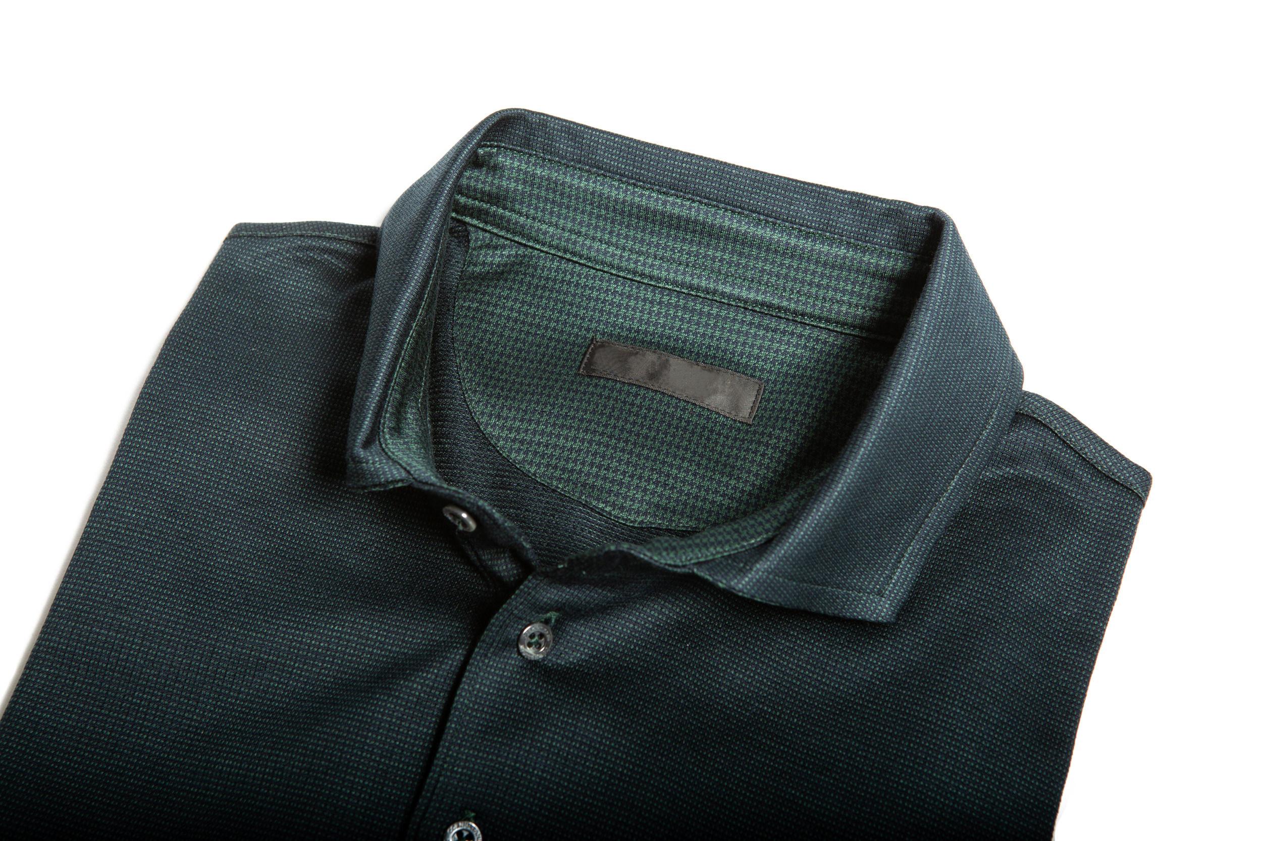 Dettaglio colletto camicia mix jacquard