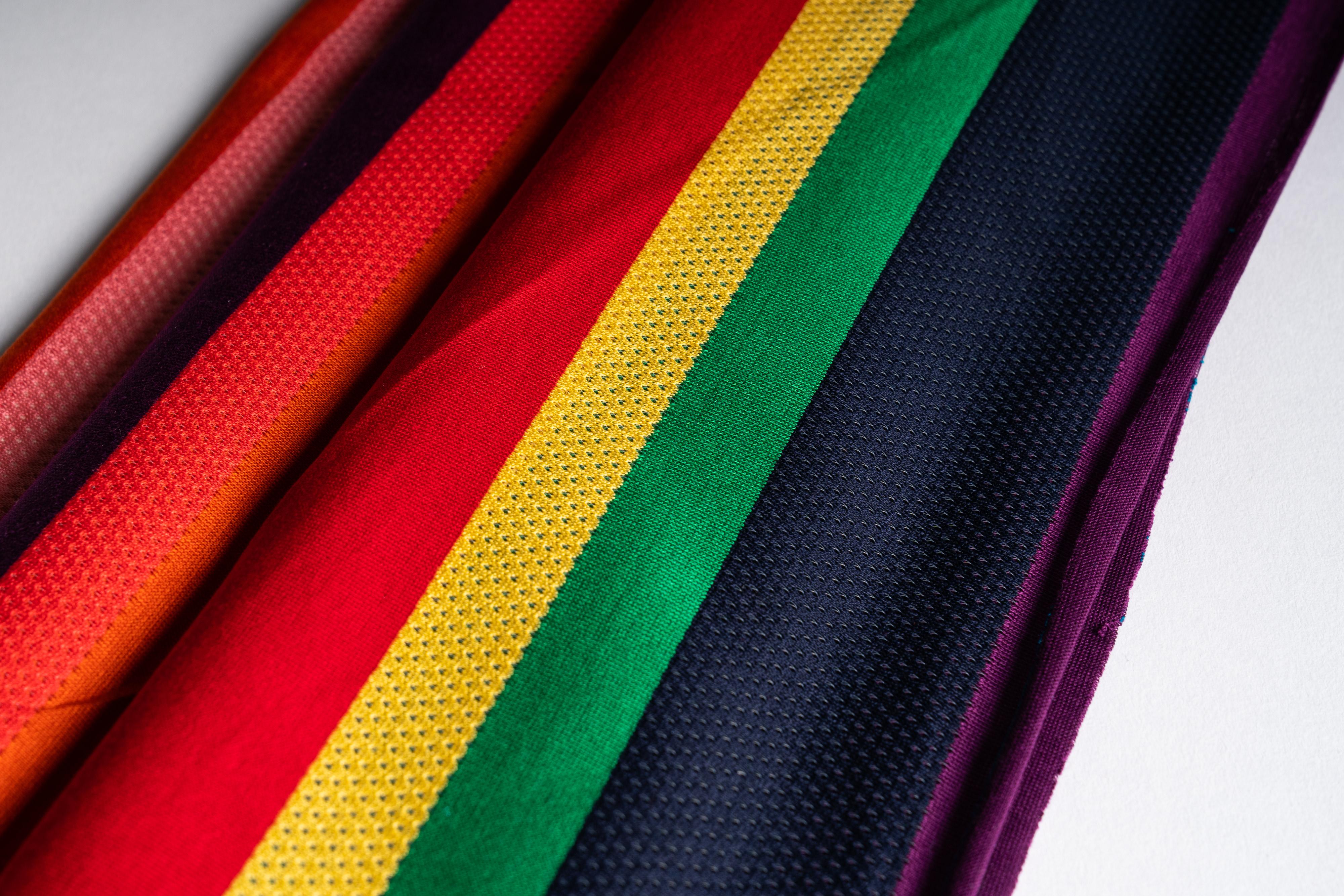Rigato piazzato multicolore con traforato_dettaglio_tessuto