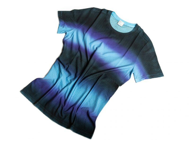 Overview T-shirt multipunto con sfumatura su capo blu azzurra
